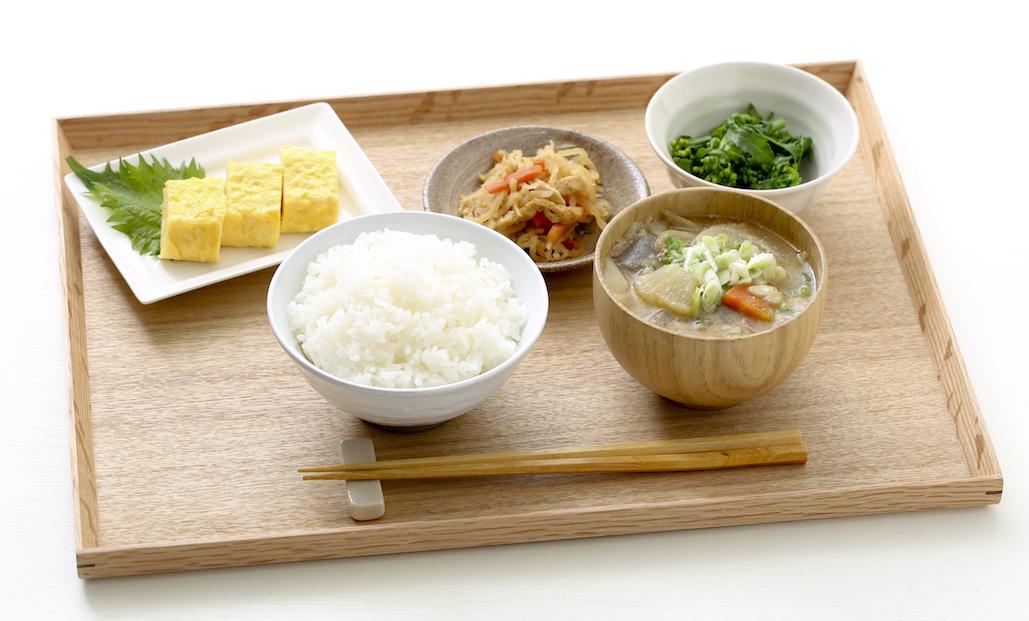 ご飯は左側、味噌汁は右側