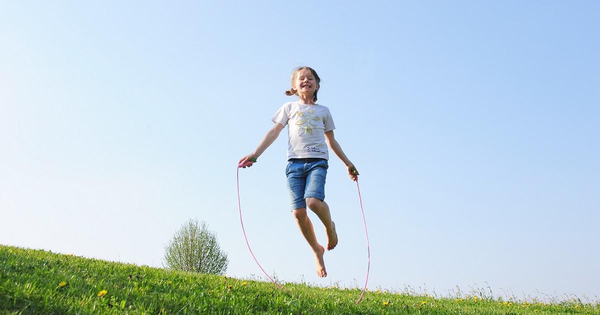 学力向上にも効果あり! 縄跳びをリズミカルに跳べるようになるコツ