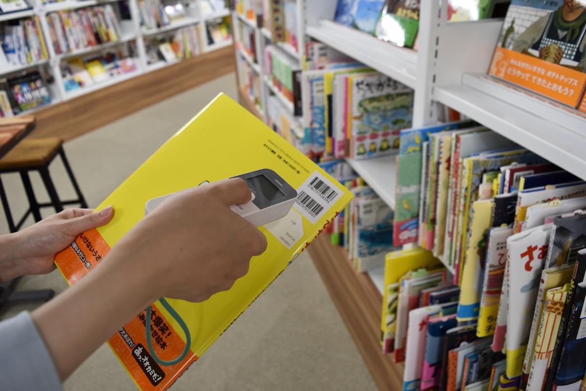 日販図書館選書センターのハンディ端末の使い方2