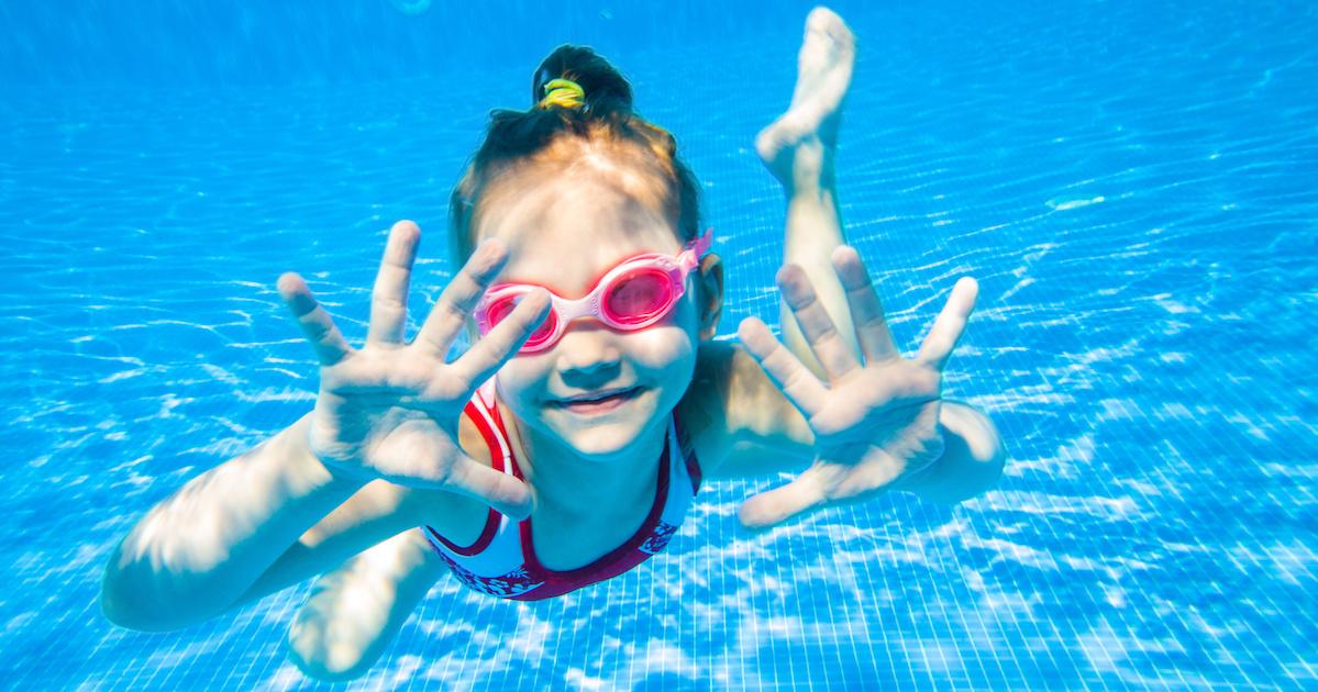 子どもの「水が怖い!」はどうやって克服する? 日常生活で取り入れられる、とっておきのヒント。