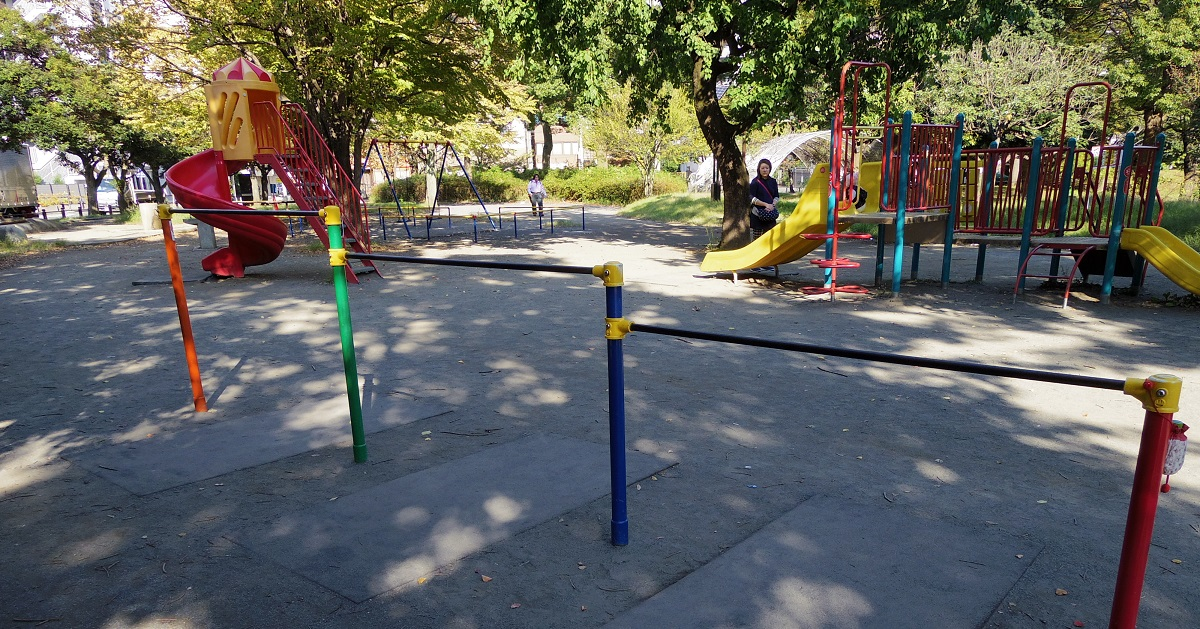 """運動神経アップだけじゃない! 「できた!」という達成感が自信につながる """"公園遊び"""" の魅力。"""