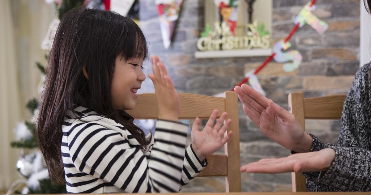 脳が活性化され、想像力や協調性も養える! 教育効果抜群のおすすめ「手遊び歌」