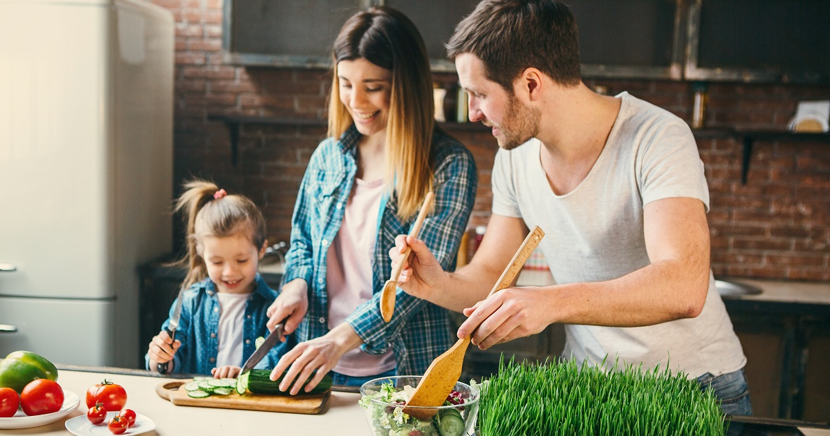 五感が鍛えられるだけじゃない! 集中力や思考力も高まるメリットだらけの「親子料理」
