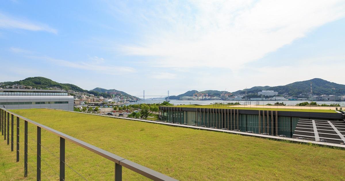 """""""呼吸する"""" 長崎県美術館は、公園遊びの延長で子どもがアートと出会う場所"""