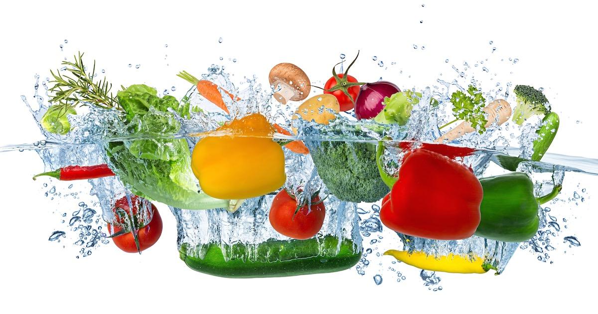 非認知能力を育む自由研究があった! 「水に浮く野菜」と「沈む野菜」の秘密を探ろう