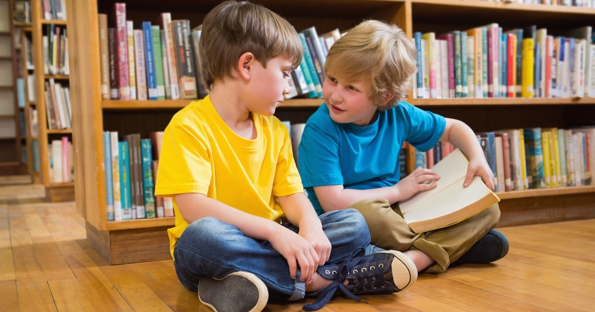 自慢が多い子は承認欲求が強い。自己主張がエスカレートする原因は「親の褒め方」だった