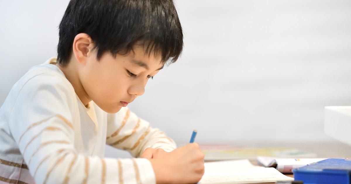 勉強効率は姿勢で決まる!? 「床で」「こたつで」がおすすめできないワケ