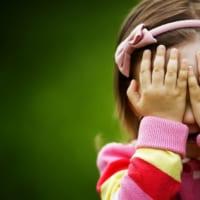 """""""内気な性格"""" は直せます! 子どもの「恥ずかしがり屋」を克服する5つの方法"""