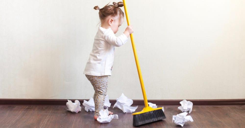 「お手伝い」で子供の自己肯定感が高まる!? オススメの家事やグッズをご紹介します