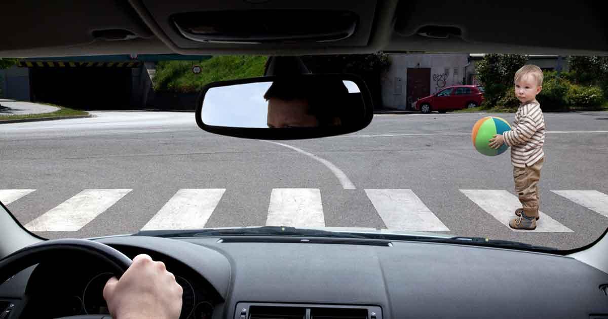 空間認識能力が低いことのデメリットは非常に多い。自動車と自分との間隔がわからずに事故に遭ってしまうかもしれないし、自分が自転車に乗ったときに誰かにぶつかってしまうかもしれない。