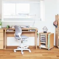 小学生は6年間で約2,446時間も机に向かう! 子どもの集中力と学習机のかたち