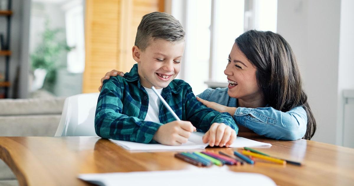 子どもの学力を下げる夫婦の特徴。親子関係が良好だと「国語」が得意になる?
