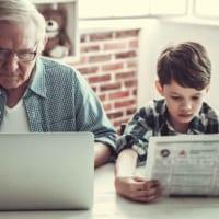 子どもに新聞を読ませるメリットが明らかに! オススメは「朝日小学生新聞」