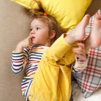 指しゃぶり・爪かみ・鼻ほじりの原因と対処法。うちの子、ストレスを感じているの?