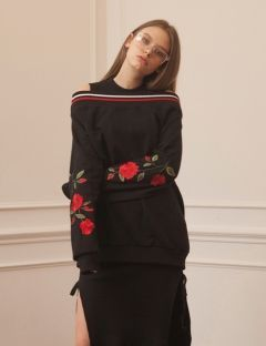 [] ROSES OFF SHOULDER SWEAT SHIRTS BLACK/RED