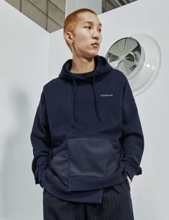 [FROMMARK] ASYMMETRY PULLOVER HOODIE [NAVY]