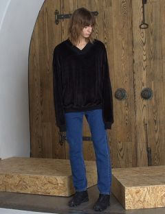 [VUIEL] MAN FAUX-FUR V-NECK SWEATSHIRT [BLACK]
