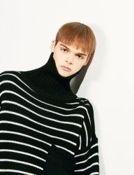 [VOIEBIT] STRIPE POCKET TURTLE NECK KNIT_BLACK