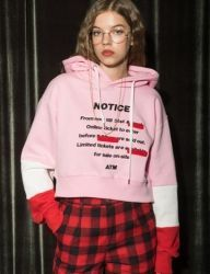 [AT THE MOMENT] Notice Crop Hoodie [PINK]