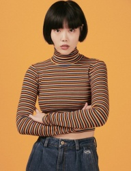 [A PIECE OF CAKE] Oval Logo Crop Top_Yellow