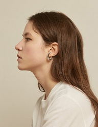 [TMO BY 13MONTH] SILVER SQUARE EARRING (SILVER)