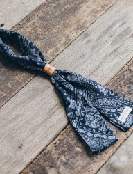 [WILD BRICKS] SQ PAISLEY SCARF (navy)