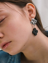 [MIDNIGHT MOMENT] onyx flower earring