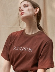 [TEAM SCULPTOR] TEAM SCULPTOR LOGO TEE [BROWN]