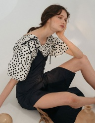 [nuissue] SQUARE NECK DOT BLOUSE[WHITE]