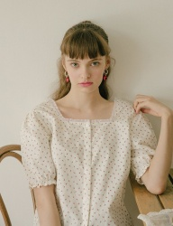 [margarin fingers] square neck blouse (IVORY)