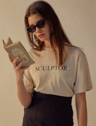 [TEAM SCULPTOR] LOGOED LINEN TEE NATURAL