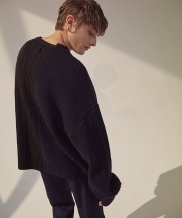 [ORDINARY PEOPLE] color-texure mixed navy&black sweater