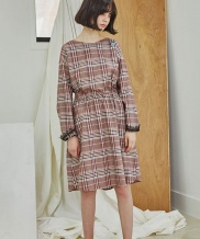 [Sorry, Too Much Love] Check Wappen Dress