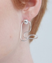 [090FACTORY] [Silver] Sphere on rail Earring