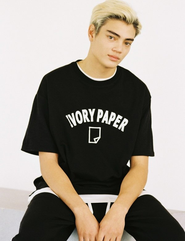 [IVORYPAPER] FELT-EMBROIDERY OVER-FIT 1/2 BOX T-SHIRT