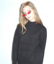 [B ABLE TWO] Lip Prints Turtleneck Sweater