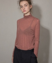 [MOL BY MORE OR LESS] SOFT WOOL TURTLENECK TOP