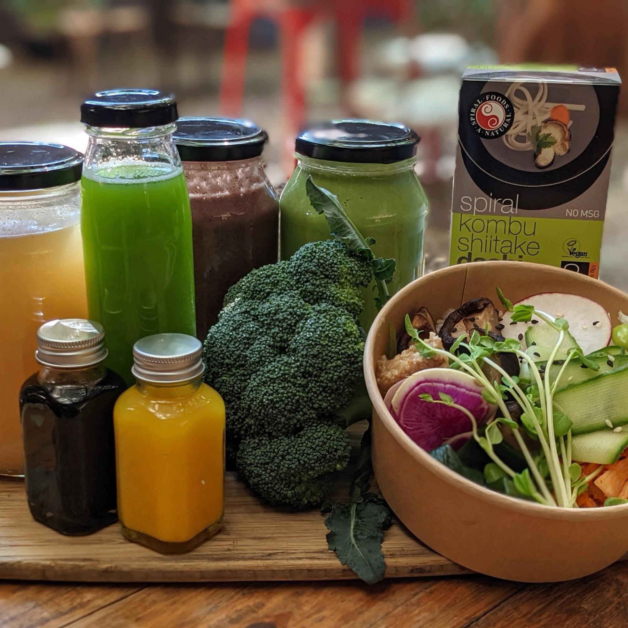 Detox Pack No. 2 – Tonics, Smoothies, Yogi Miso Salad & Broth + Organic Greens