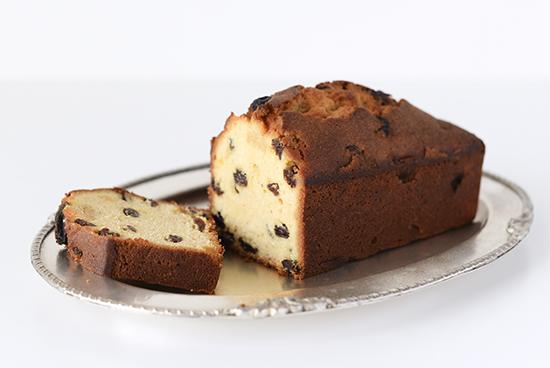 【入荷未定】「ほろっと食感、香り広がる特別なおやつ」ラムレーズンのケーキの商品写真