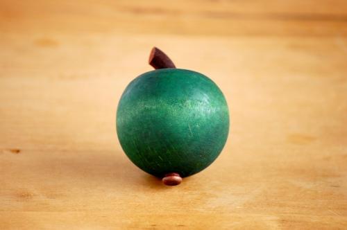 デンマーク/Sebastian design/セバスチャンデザイン/木製アップルオーナメント(S)/ダークグリーンの商品写真
