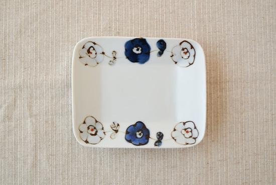 九谷焼/高原真由美/朱入り花つなぎ/長方皿(長辺約13cm)の商品写真