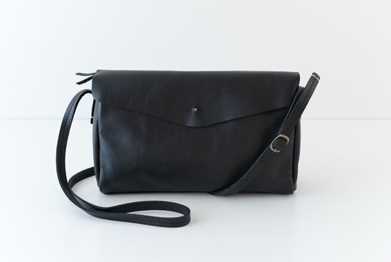 Encachette/アンキャシェット/レザーポーチショルダー(ブラック)の商品写真