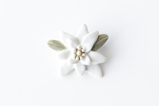 【次回入荷春予定】Atelier Tone/アトリエトーン/下川 陽子/陶器ブローチ/エーデルワイスの商品写真