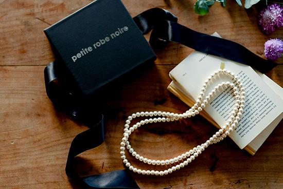 【在庫限り取扱い終了】petite robe noire/コットンパールロングネックレス(限定ギフトボックス付き)の商品写真