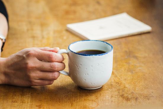 「喫茶店じかん」のマグカップ(ブルー)/KURASHI&Trips PUBLISHING × 飯高幸作の商品写真