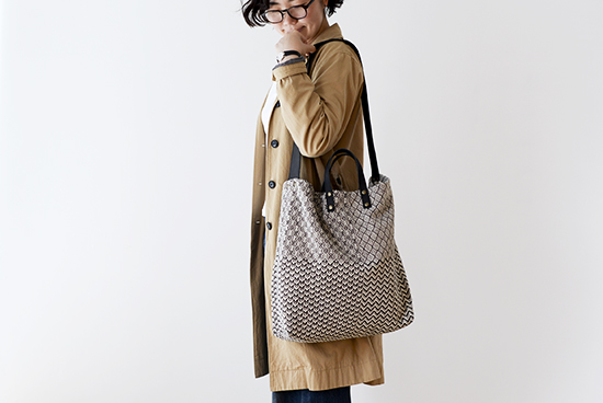 【次回7月下旬頃入荷予定】trois temps/トロワトン/手織り2WAYバッグの商品写真