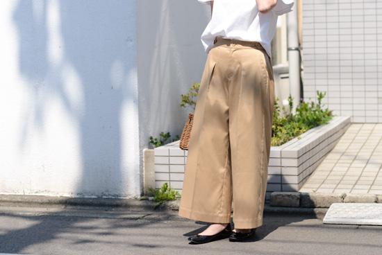 【2017年5月入荷予定】「わたしに似合う新定番」プレス長持ち軽やかワイドパンツ(チノベージュ)/KURASHI&Trips PUBLISHINGの商品写真