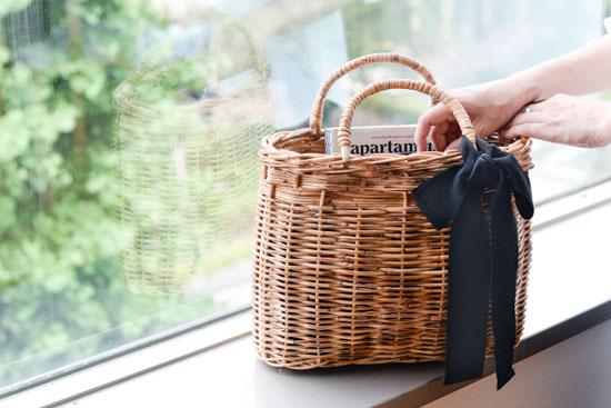 【次回10月頃入荷予定】「たっぷり荷物も、すっぽり可愛く」リボン付き よくばりかごバッグ/KURASHI&Trips PUBLISHINGの商品写真
