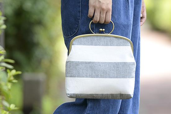 【当店別注】ichishina Design/がま口バッグ/太縞(ホワイト×グレー)の商品写真