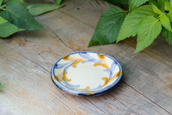 【取扱終了】沖縄の職人さんと作った やちむんの豆皿(白樺の葉)/KURASHI&Trips PUBLISHINGの商品写真